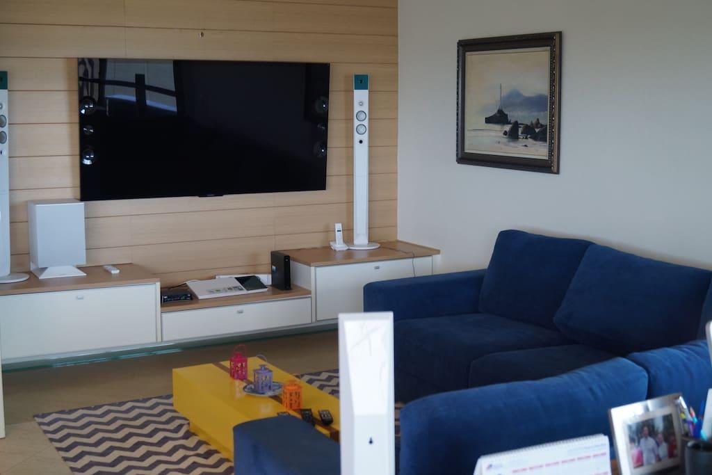 Sala Home Theater e TV com 65 polegadas