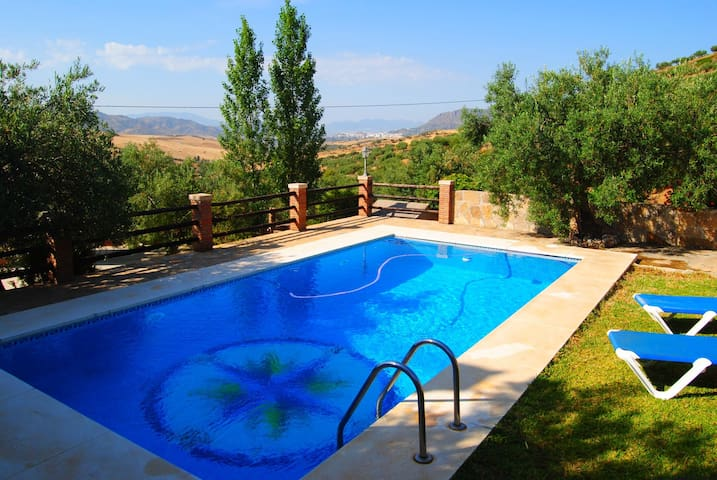 Charming Andalusian Cortijo - Álora - House