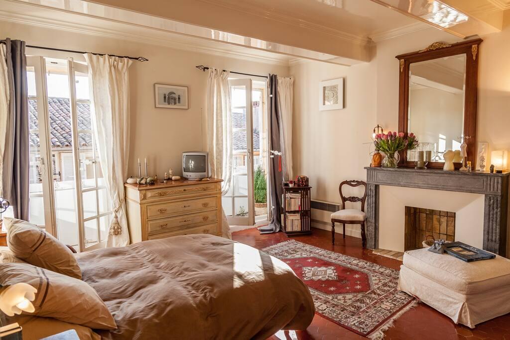 chambre bel h tel particulier sdb chambres d 39 h tes louer aix en provence provence alpes. Black Bedroom Furniture Sets. Home Design Ideas