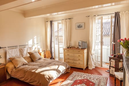 Bedroom in luxury apt city center - Aix-en-Provence - Bed & Breakfast
