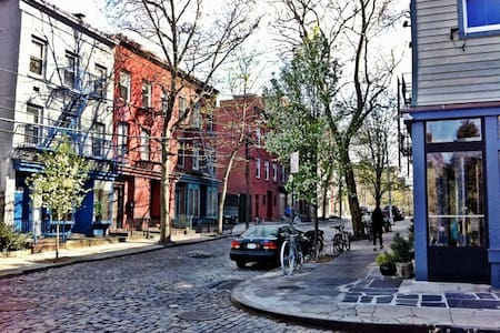 Sunny 1 Bdrm Vinegar Hill/DUMBO - Brooklyn