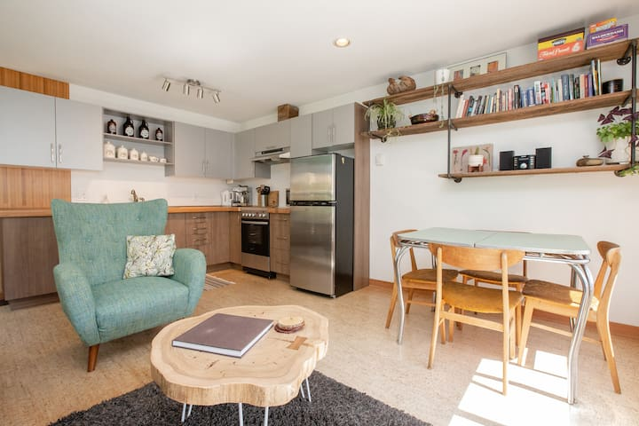 Grey Wolf; Cozy, Self Contained One bedroom Suite