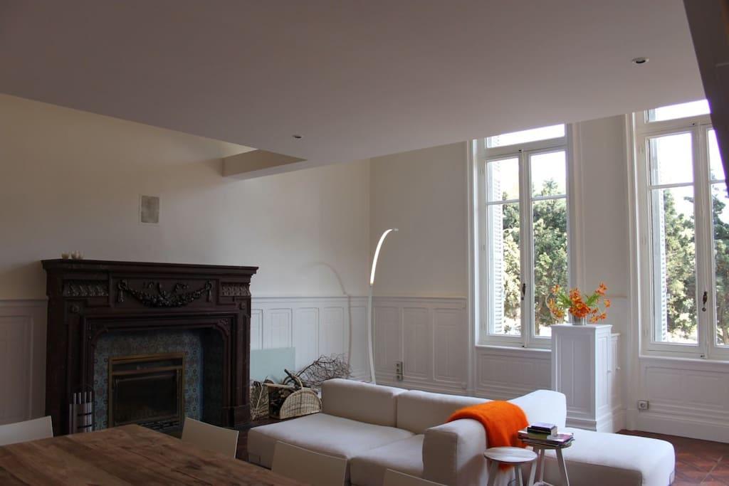 superbe loft ch teau bord de mer appartements louer sausset les pins. Black Bedroom Furniture Sets. Home Design Ideas