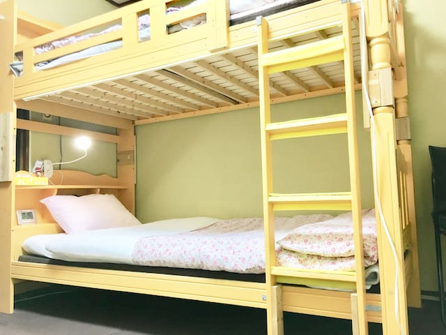 【NO cleanig fee】Private double dek beds ShinOsaka