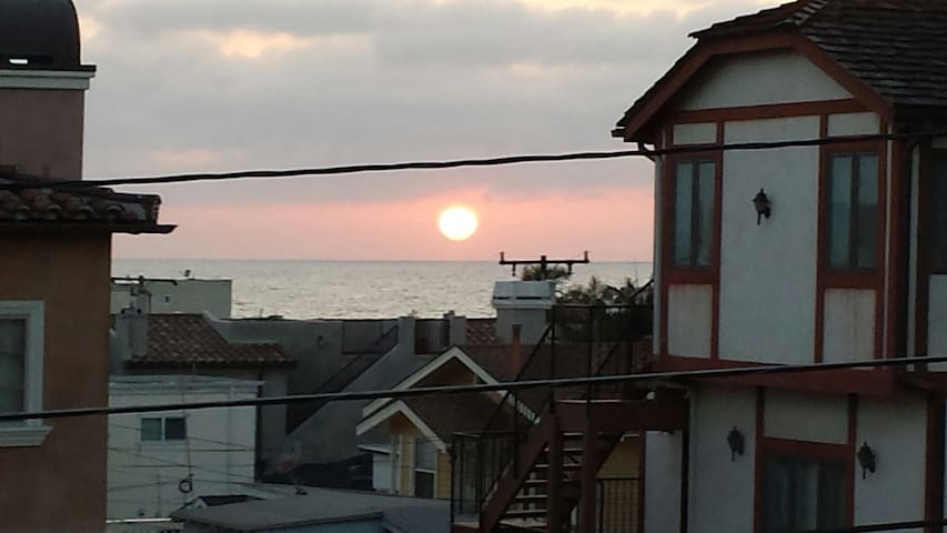 Studio w/view 2 blocks from beach. - Hermosa Beach