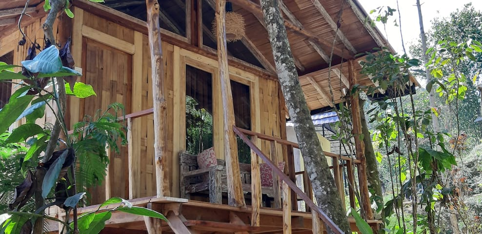 Gumi Ayu Treehouse & Spa-waterfall & mountain view