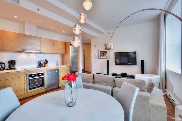 Stunning Condo in Old Montreal   Netflix