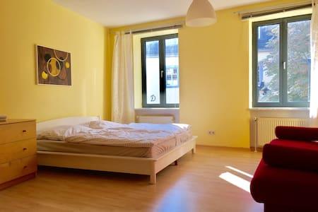 Charmante 1ZimmerWohnung am Schloss - Weimar - Apartamento