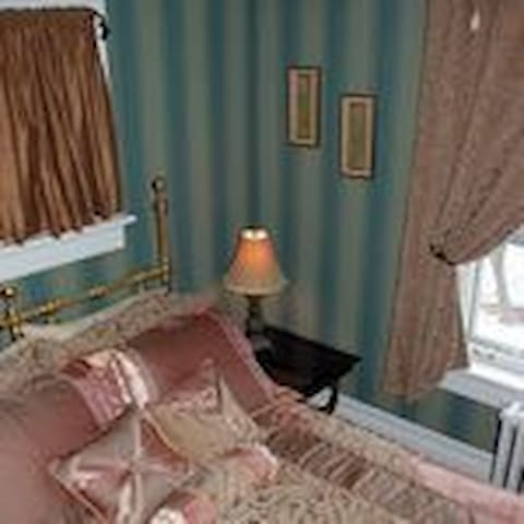 Siebert Room - Kitchener - Bed & Breakfast