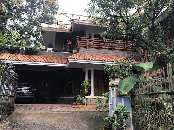 Doctor's Villa in a quiet neighbourhood
