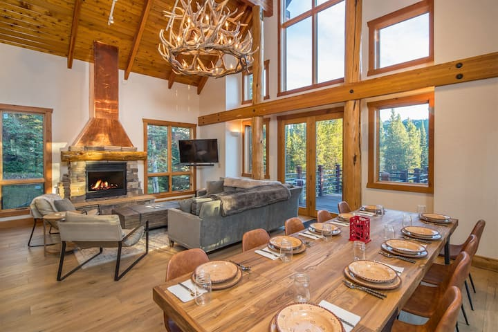 18 Low Dog Chalet| Ski-in/Ski Out | Private Hot Tub | Walking Distance to Resort