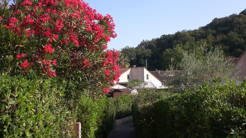maison climatisée avec terrasse ext. couverte - Villeneuve-Loubet - บ้าน