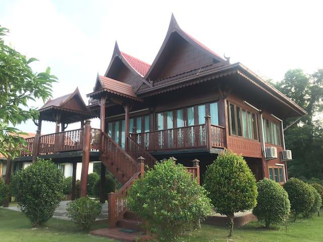 Reun Thai at V&K Baansuankaew Resort