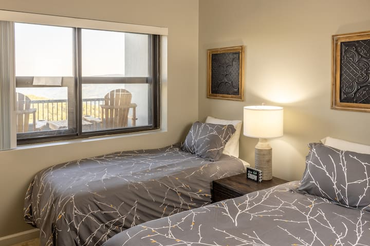 Perfect for a couple of children , friends, or even another couple. Spacious bedroom gives you the privacy of a split bedroom plan from the master suite and a dedicated bathroom.