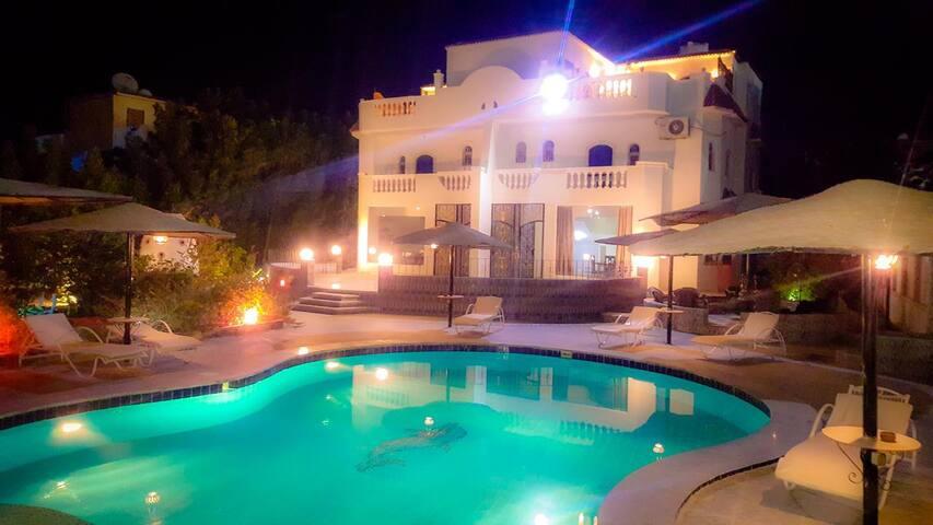 Wunderschöne Garten Villa mit Privat-Swimmingpool