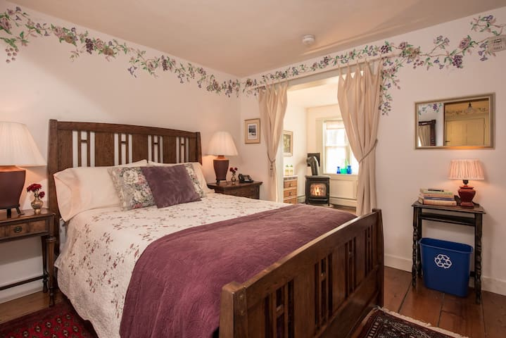 Soothing Stetson Suite @ West Hill House B&B