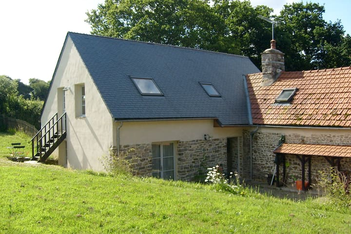L'Auvergne is a tranquil, rural house near beaches - Besneville - Dům