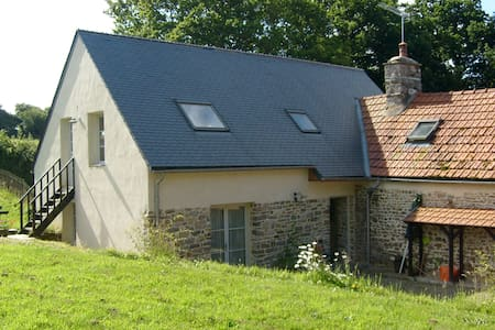 L'Auvergne is a tranquil, rural house near beaches - Besneville - Casa