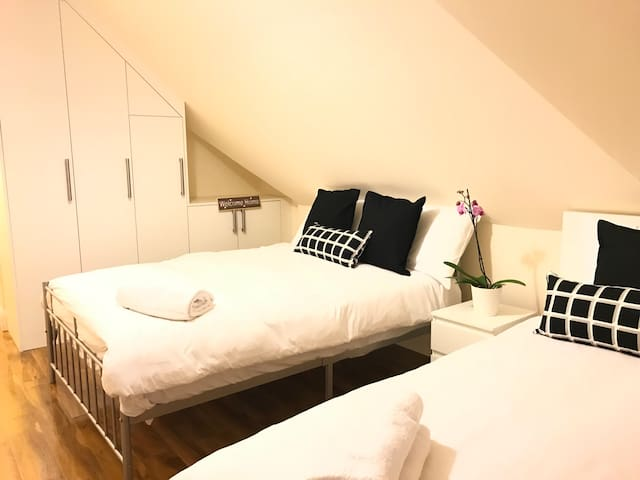 London Heathrow Airport Rooms R.C. 3 by C&P