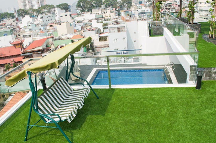 NEW! Sky Pool 2BR Apt Near the Airport