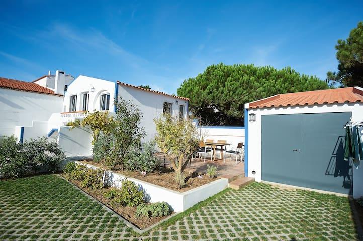 Sintra; Luxurious apartment next to the beach