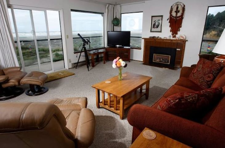 Ocean Beach Resort Condo #37 - Upper Level Penthouse with Sauna & Best Views of the Ocean