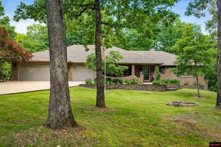 Beautiful 3 Bdrm 3 Bth on almost an acre!