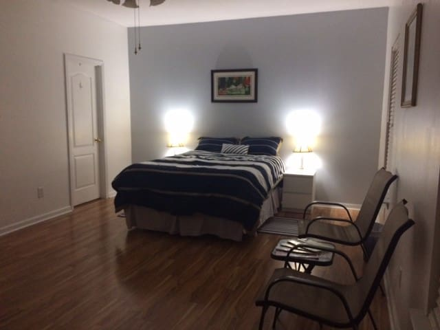 ELEGANT ROOM, Univ. City, Q bed