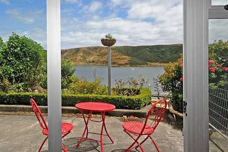 The Eagle's Nest - That Peaceful, Easy Feeling - Porirua