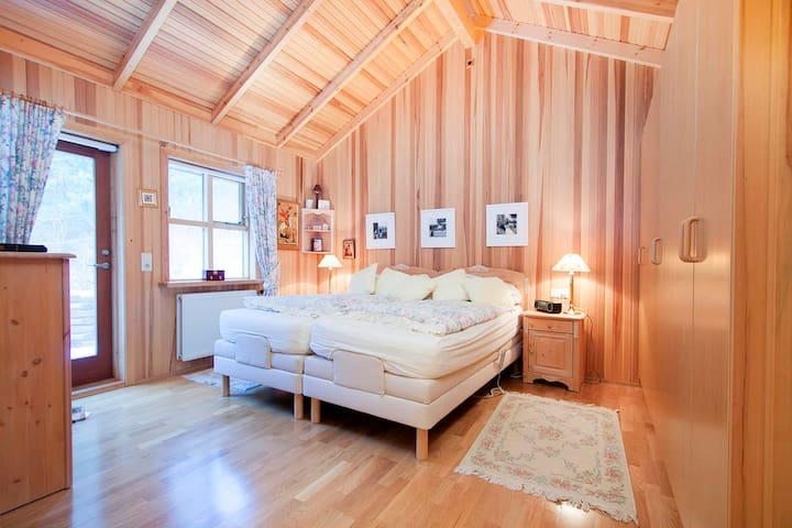 Lakefront Luxury Villa - Perfect for Iceland south