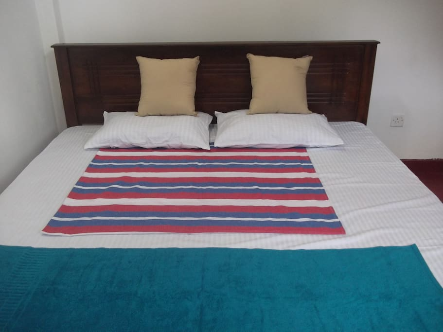 king size large beds with comfortable metress