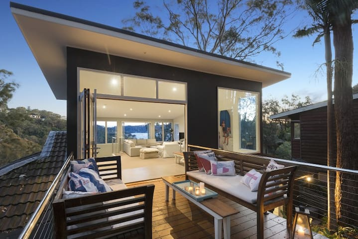 Amazing Beach house with Pittwater views - Clareville - บ้าน