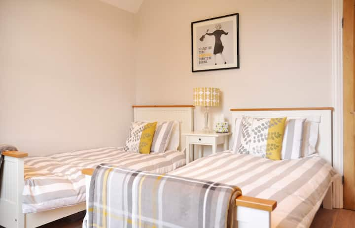 Luxury twin bedded room in Solihull