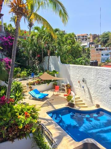 Pool area, swim up bar