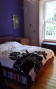 Double bedroom, near Hampden - กลาสโกว์ - ที่พักพร้อมอาหารเช้า