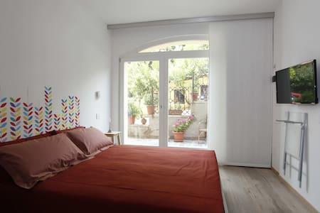 B&B Casa Graziella Flower Room - 토리 델 베나코(Torri del Benaco) - B&B