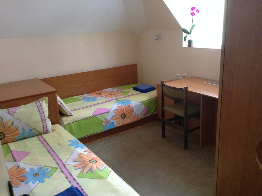 twin room shared 2 bathroom  and 2 wc