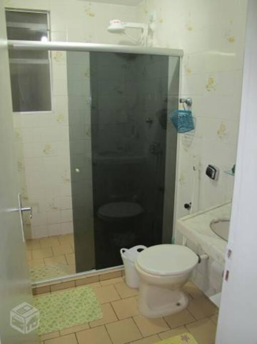 banheiro amplo.