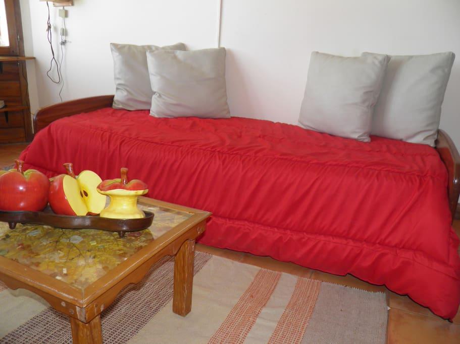sofa cama doble en comedor