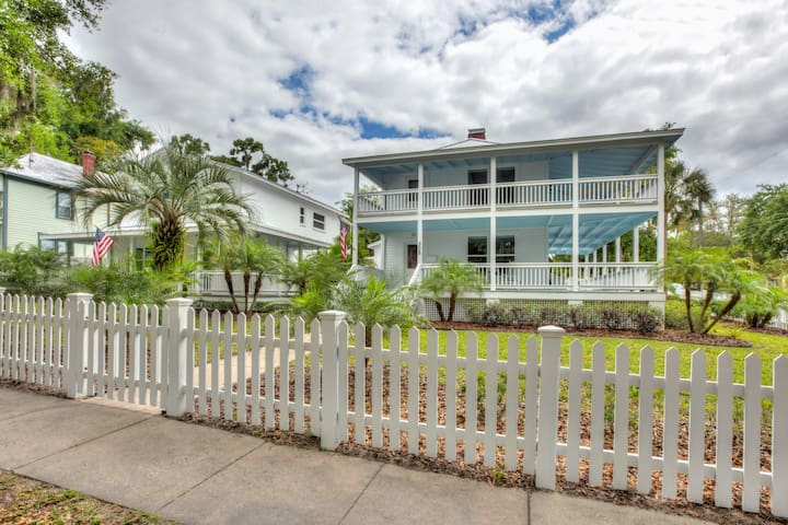 NEW! Island Style Home in the HEART of downtown
