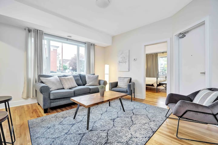 Stunning Byward Market 1 Bedroom- FREE PARKING