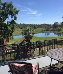Peaceful Executive home with pond! - Paradise - Ev