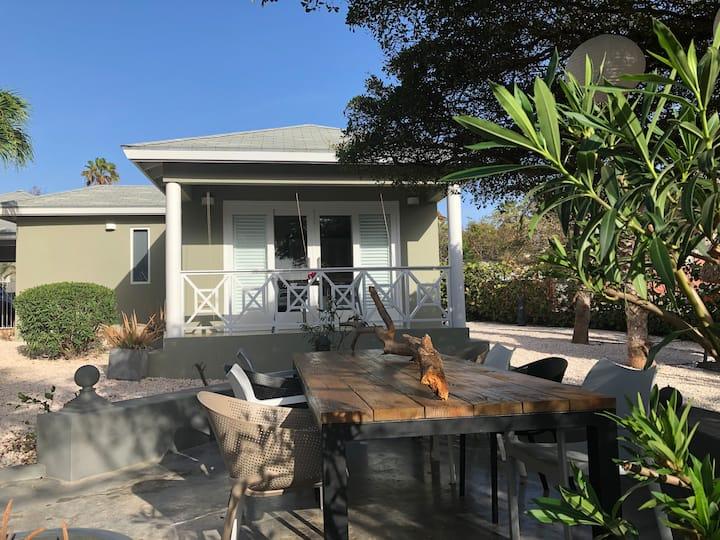 """Luxe hippe studio """"Zenna"""" in tropische oase."""