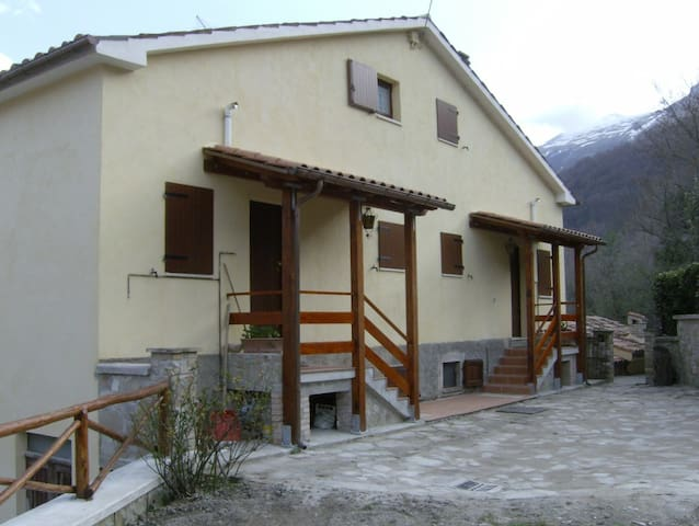 """Sibilla"" chalet in Monti Sibillini - Montemonaco - House"