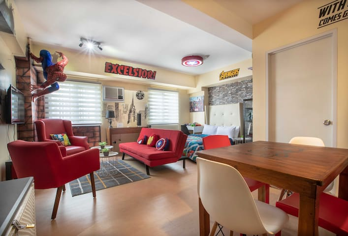 The studio has enough seating for small groups of up to six people (including kids)