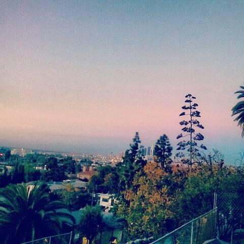 LA Indie Music scene review - Los Angeles - Casa