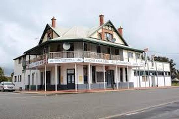 New Cornwall Hotel  Heritage hotel at Narrogin