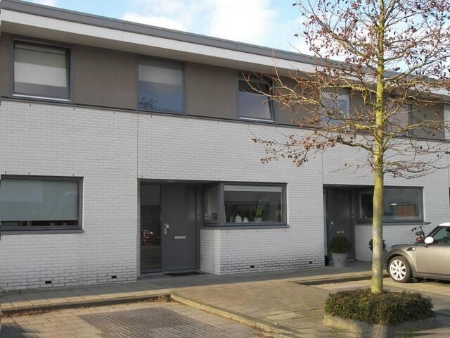 Ruime gezinsvriendelijke eensgezinswoning - Noordwijk - Hus