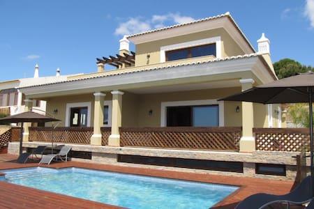 Villa Tiago  (License nº 61024/AL)