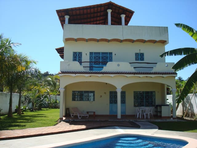 House w/pool, 2 blks to beach - Lo de Marcos - บ้าน